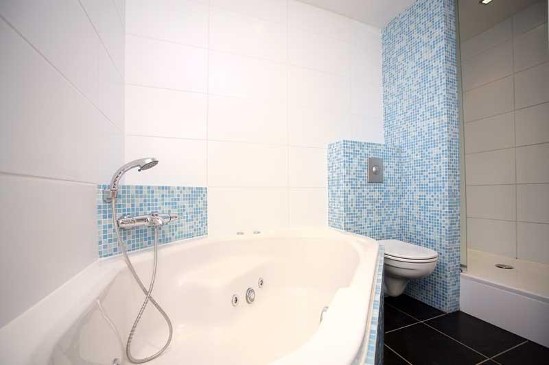 Badkamer Bad Installeren : Badkamers bouwbedrijf soede